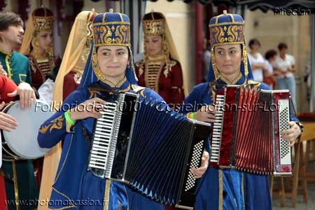 Folkloriades de Castelmoron-sur-Lot participation de l'Ensemble National Balkaria